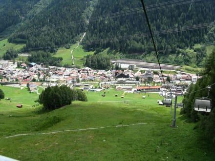 Blick zur Seilbahnstation in St. Anton - St. Anton am Arlberg