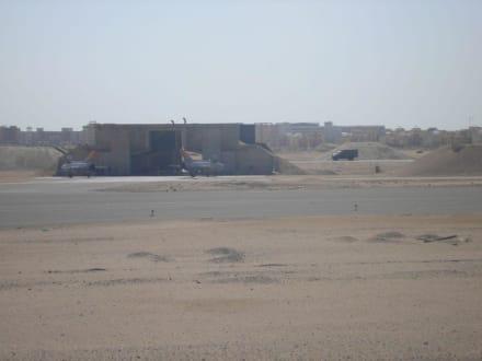 Kampfjets und Panzer am Airport - Flughafen Hurghada (HRG)