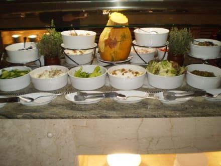 diverse salate zum fr hst ck bild m venpick resort spa el gouna in el gouna hurghada. Black Bedroom Furniture Sets. Home Design Ideas