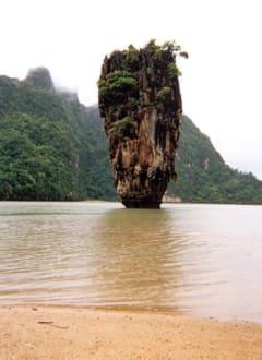 James Bond Felsen bei Regen - Khao Phing Kan - James Bond Felsen