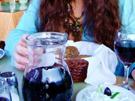Wein, Brot und Tzatziki - Taverne Mythos