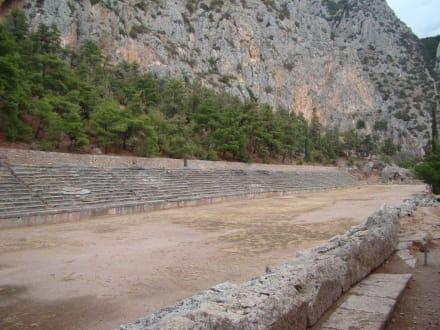 Blick auf das antike Stadion - Tempelanlage des Orakels von Delphi
