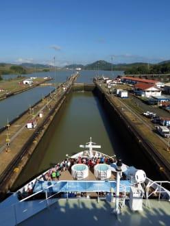 Blick auf eine Schleusenkammer - Panamakanal