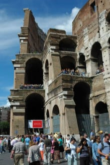 Schlange am Eingang des Colosseums - Kolosseum