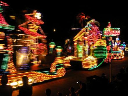 Nächtliche Lichterparade im Magic Kingdom, Disney World - Disney World - Magic Kingdom