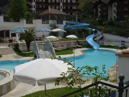 Pool mit rutsche bild hotel stroblhof in st leonhard in passeier san leonardo s dtirol italien - Pool mit rutsche ...