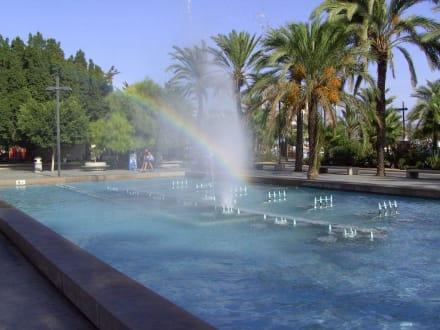 Wasserspiele an der Meerespromenade - Strandpromenade San Antonio/San Antoni de Portmany