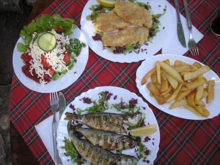 Essen außerhalb des Hotels - Sveti Konstantin