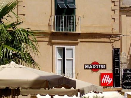 Cafe - Kirche Santa Maria dell'Isola