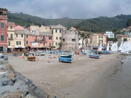 Fischerhafen von Laigueglia - Altstadt Laigueglia