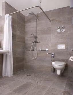 badezimmer barrierefreie dusche bild ferienwohnung. Black Bedroom Furniture Sets. Home Design Ideas