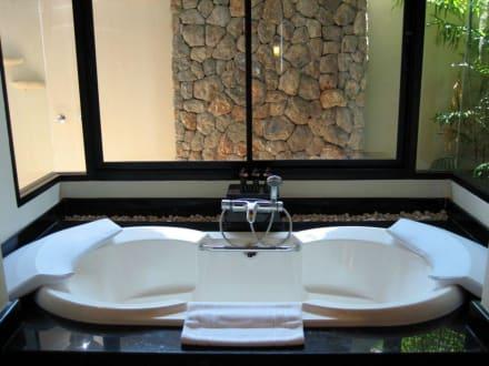 badewanne in der jacuzzi villa bild la flora resort. Black Bedroom Furniture Sets. Home Design Ideas