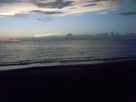 Die Insel Bali von Lombok aus gesehen - Westküste Lombok