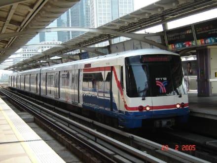 Der Sky Train die schnellste Art sich fortzubewegen in Bangk - Sky Train