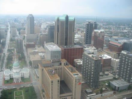 Blick von der Arch auf St. Louis - Gateway Arch