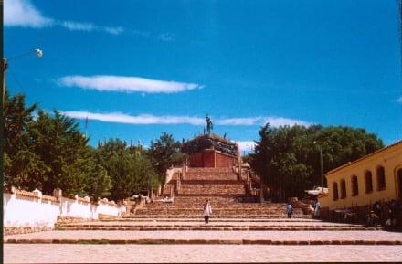 Treppe zum Unabhängiskeitsdenkmal in Humahuaca - Bergdorf Humahuaca