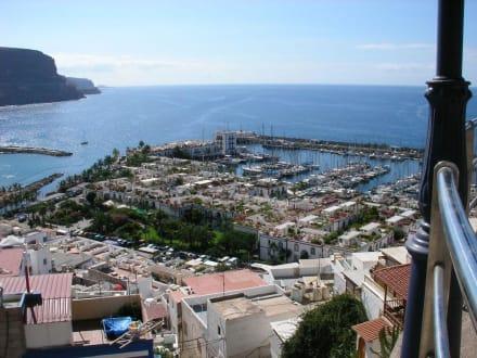Blick vom Mirador über den Hafen - Hafen Puerto de Mogán