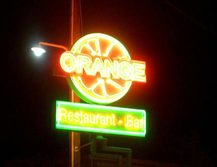 Laganas Mainstreet prächtige Leuchtreklamen - Partymeile von Laganas