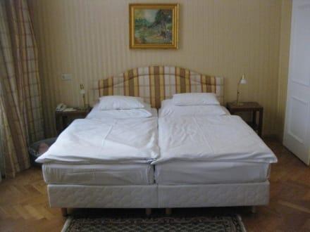 Bett - Palais-Hotel Erzherzog Johann