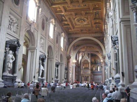 Innenansicht der Basilika - Basilika San Giovanni in Laterano