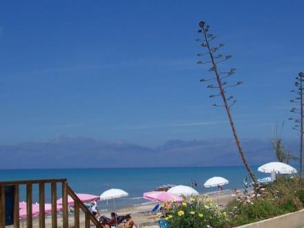 Blick von der Strandbar nach Albanien - Strand Acharavi