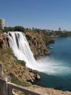 Wasserfall ins Meer - Unterer Düden Wasserfall / Karpuzkaldiran Şelalesi