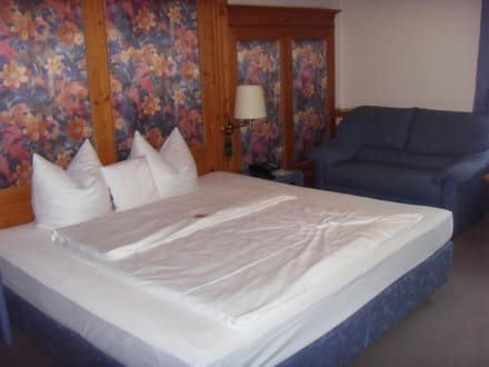 Das große Doppelbett - Hotel Central Hof Partner of Sorat Hotels