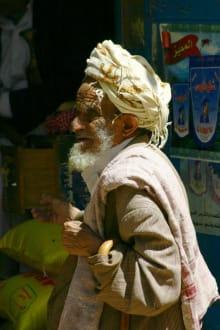 Alter Jemenit im Markt von Dschibla - Dschibla
