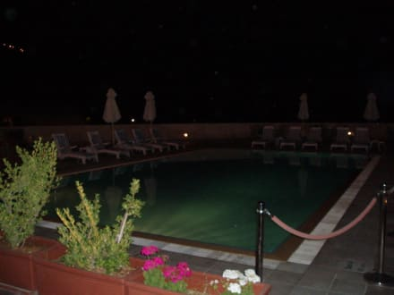 Pool bei Nacht - Crowne Plaza Resort Petra