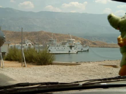 Hafeneinfahrt der Fähre - Hafen Rab