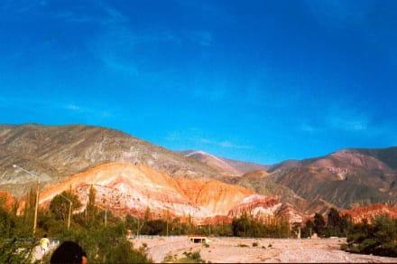 Farbige Felsen in den Anden - Cerro de los Siete Colores
