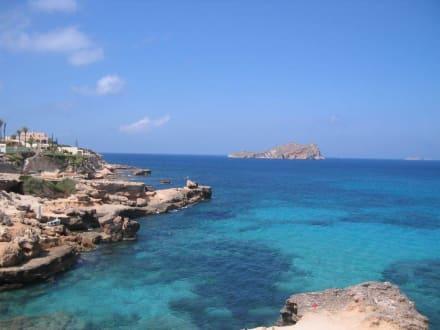 Die Bucht der Cala Conta - Cafe del Mar