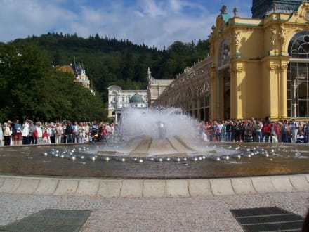 Singender Brunnen - Singende Fontaine