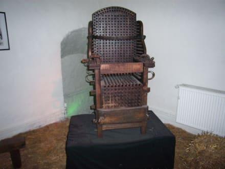 Mittelalterlicher Folterstuhl - Foltermuseum