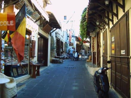Einkausstraße von Rhodos - Einkaufen & Shopping