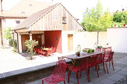terrasse mit blick zum gartenhaus bild landhaus l sch f r freunde in hornbach rheinland. Black Bedroom Furniture Sets. Home Design Ideas