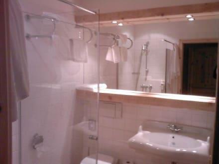 Das moderne badezimmer bild hotel schloss diedersdorf in for Das moderne badezimmer