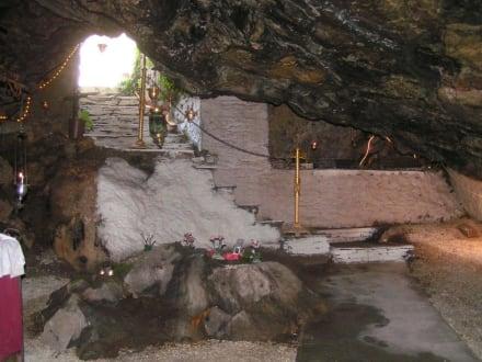 In der Grotte - Kloster Agios Panteleimonas
