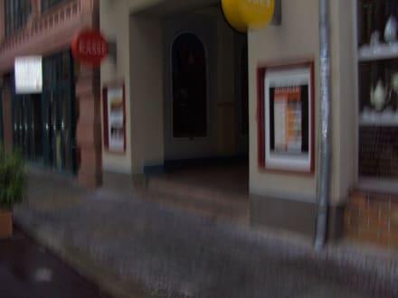 Haupteingang zu Theater- Gebäuden - Kulturinsel Halle