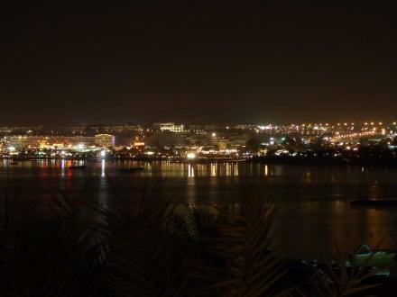 Naama Bay bei Nacht - Strand Naama Bay
