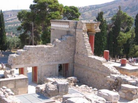 Toll erhalten in schöner Umgebung - Knossos