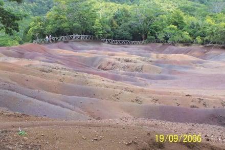 Coloured Earth - Siebenfarbige Erde / Terres des Sept Couleurs / Seven Coloured Earths
