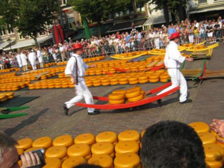Käseshow auf dem Käsemarkt in Alkmaar - Käsemarkt