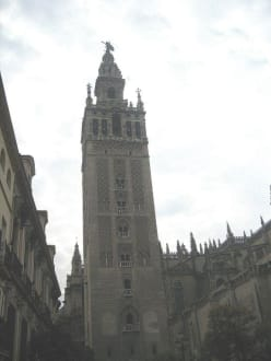 Die Giraldar - Wahrzeichen Sevillas - Kathedrale von Sevilla