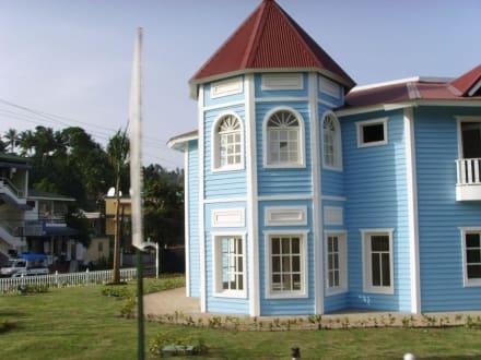 Neugebaute Häuser für Läden - Santa Barbara de Samana