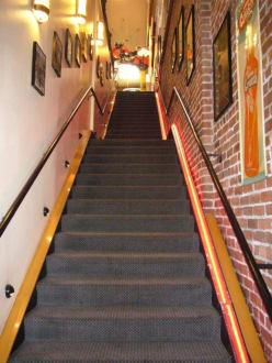 Der Treppenaufgang zu Lori's Diner - Lori's Diner