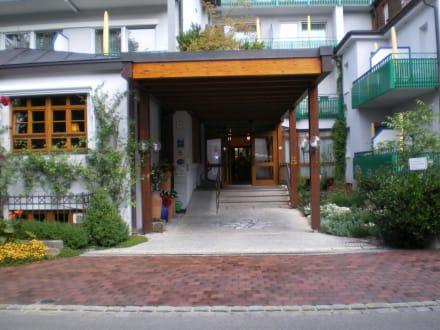Eingang Hotel - Kneipp- und WellVitalhotel Edelweiss