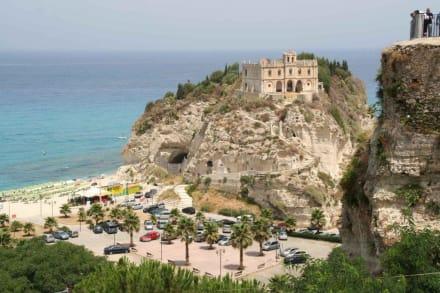 Ein Blick auf die Kirche am Meer - Strand Tropea