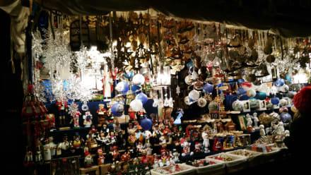 Voller Weihnachtstand - Christkindlesmarkt