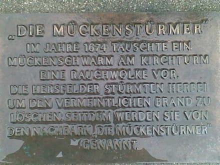 "Tafel ""Die Mückenstürmer"" - Stadtrundgang Bad Hersfeld"